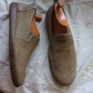 Mephisto Loafers men's 11.5 missing one insole
